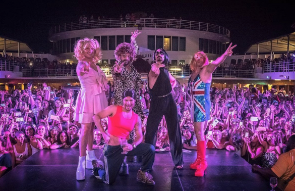 Backstreet Boys se disfrazan de las Spice Girls