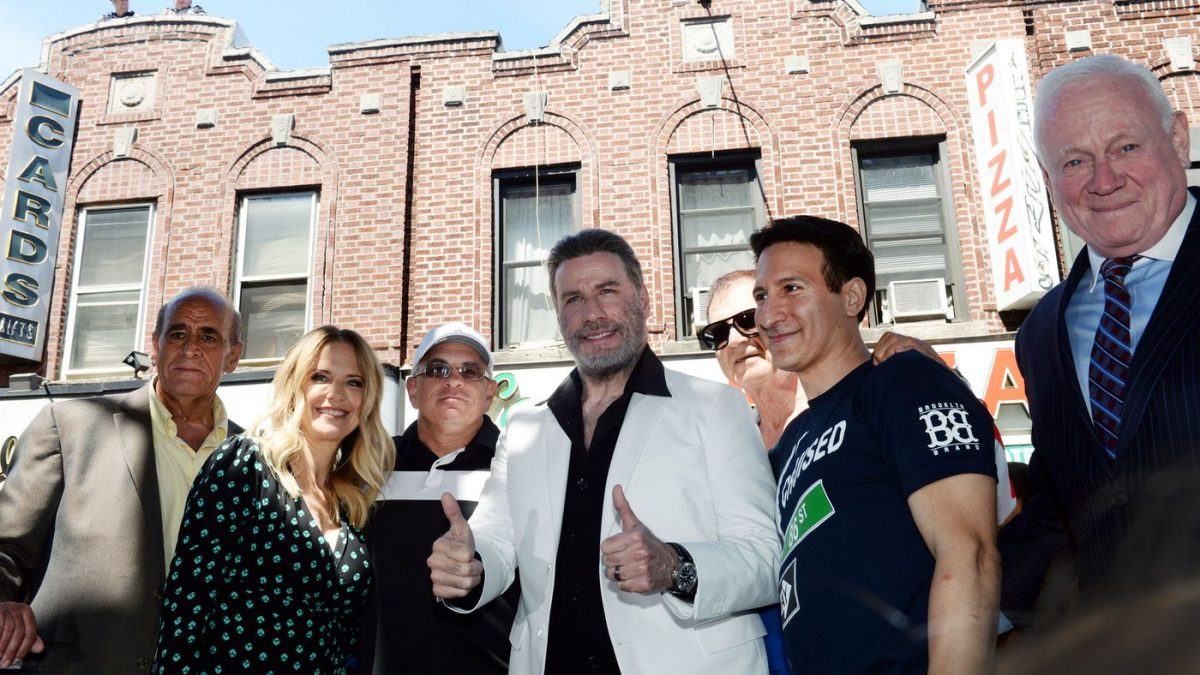 "Brooklyn celebra a Travolta por ""Saturday Night Feve"""
