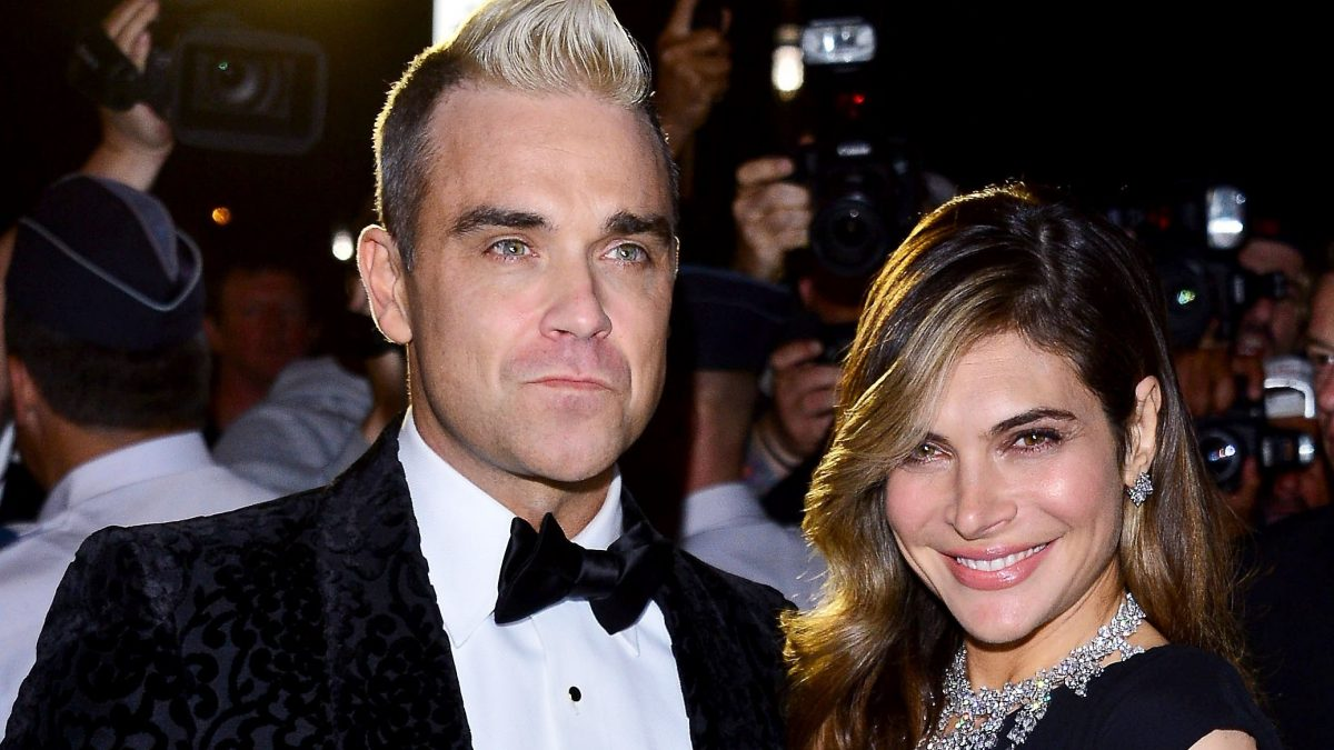 Robbie Williams y Ayda Fields reciben a su tercera hija