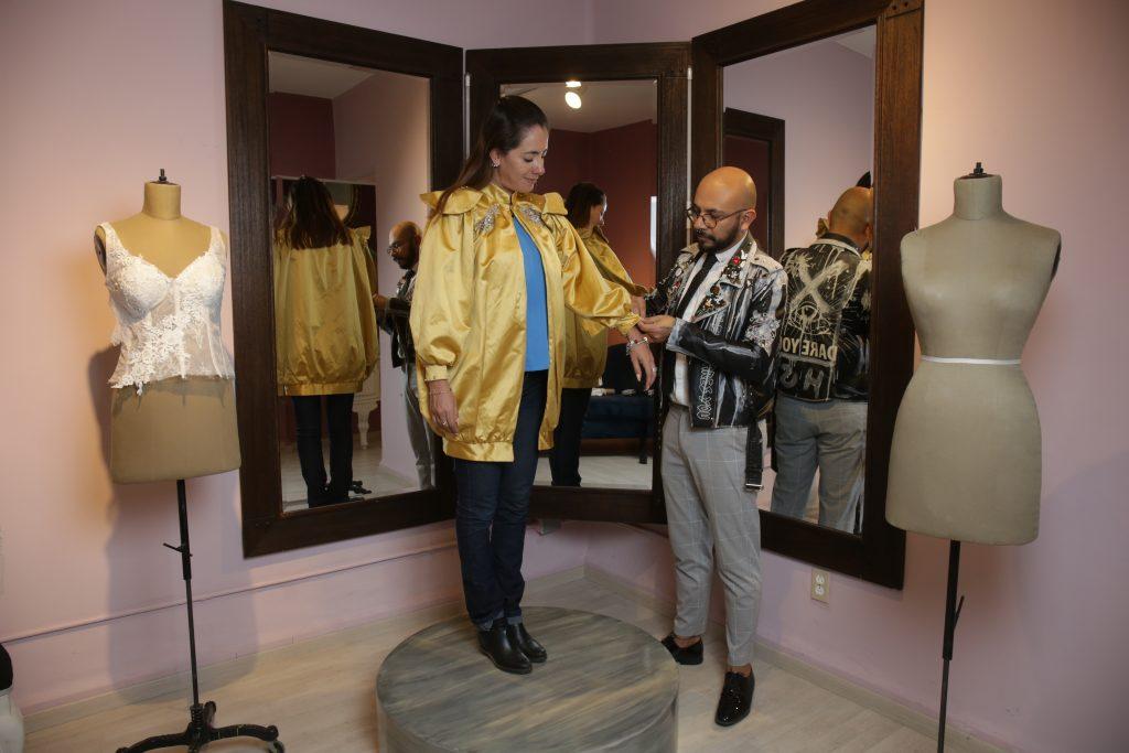 Héctor ha colaborado con Converse México, ferias textiles internacionales, pasarelas en la CDMX, Tlaxcala e interior del estado