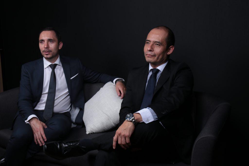 Dos profesionales de las finanzas y el emprendimiento