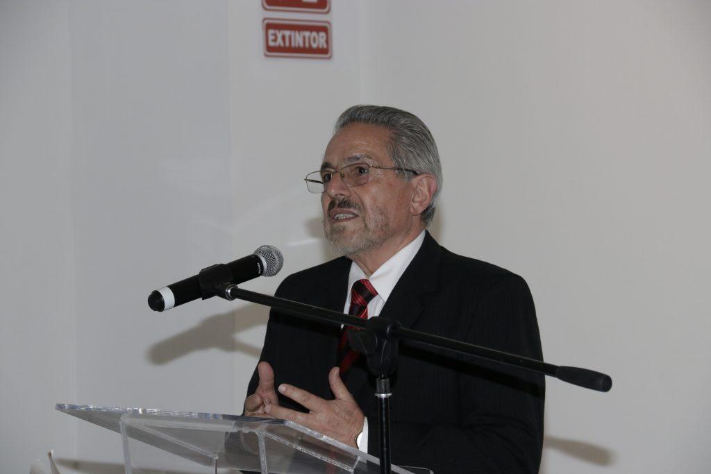 Hubo diálogos entre los creadores y el público a la exposición subasta. Foto: Gullermo Pérez.