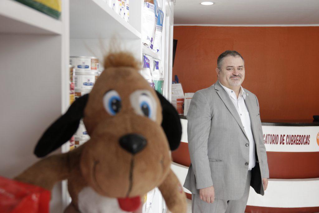 Si solo tengo amor por lo animales, pero no interés en la medicina no debería de considerar estudiar esta carrera. Fotos: Guillermo Pérez