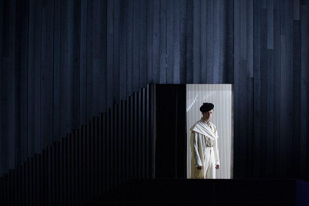 """Fotos: EFE / Especial. GRAF5273. PARÍS (FRANCIA), 09/07/2020.- Creación de la firma española Oteyza que forma parte de su colección """"Zagal"""", con piezas de vanguardia con raíces en la tradición española, presentada de forma virtual en la semana de la moda de París. EFE/Oteyza SÓLO USO EDITORIAL? NO VENTAS."""