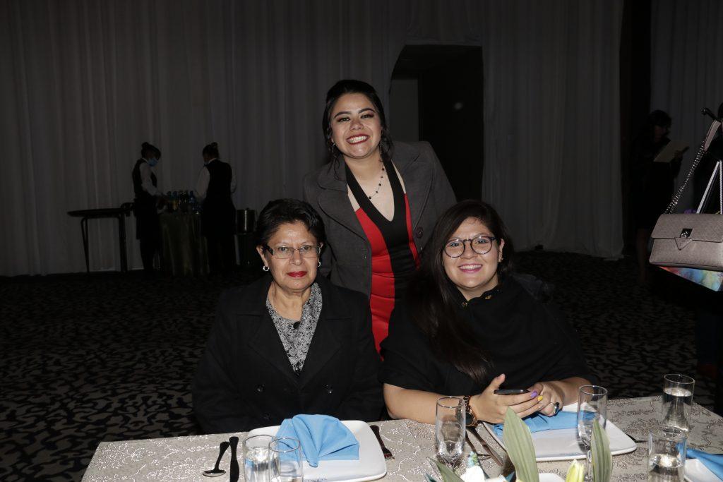 Noemí, Elvia y Alexis. Fotos: Guillermo Pérez