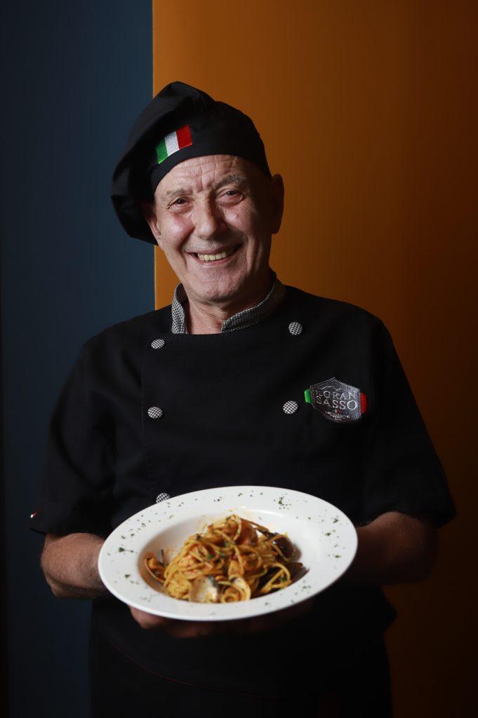 """""""La cocina italiana es un mundo de sabores"""". PUEBLA, Pue.,  07 Septiembre  2020.  Alexis Divali Tay y Armando Ferroni.  Imelda Medina/Los Rostros"""