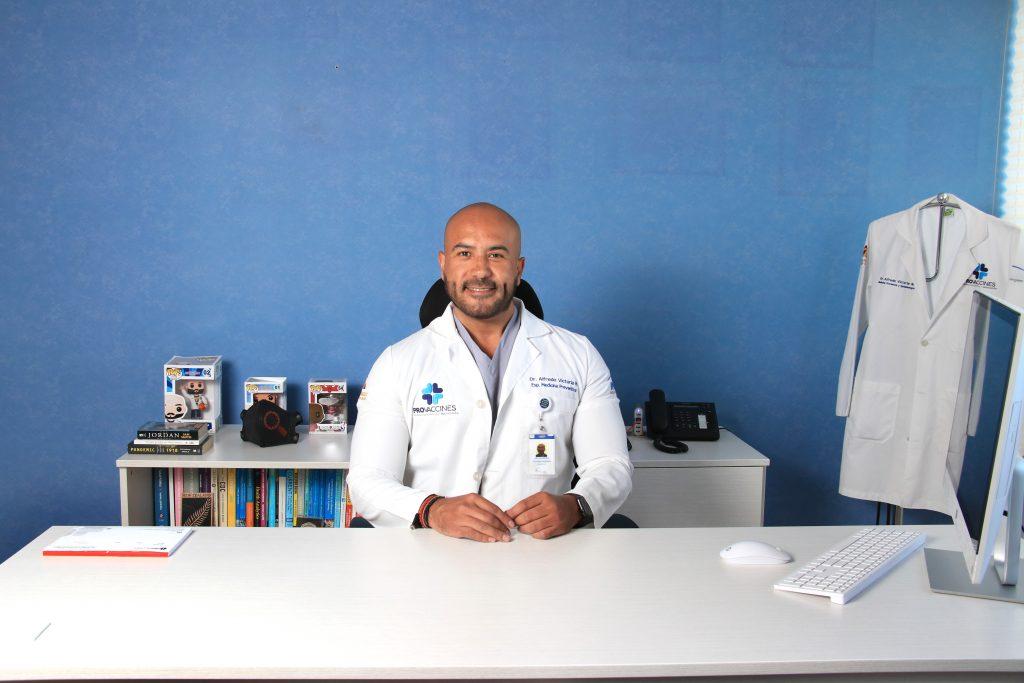 Médico con experiencia de más de 10 años en el ramo de la medicina preventiva, la epidemiología, vacunación y salud pública. Fotos: Antonio Aparicio
