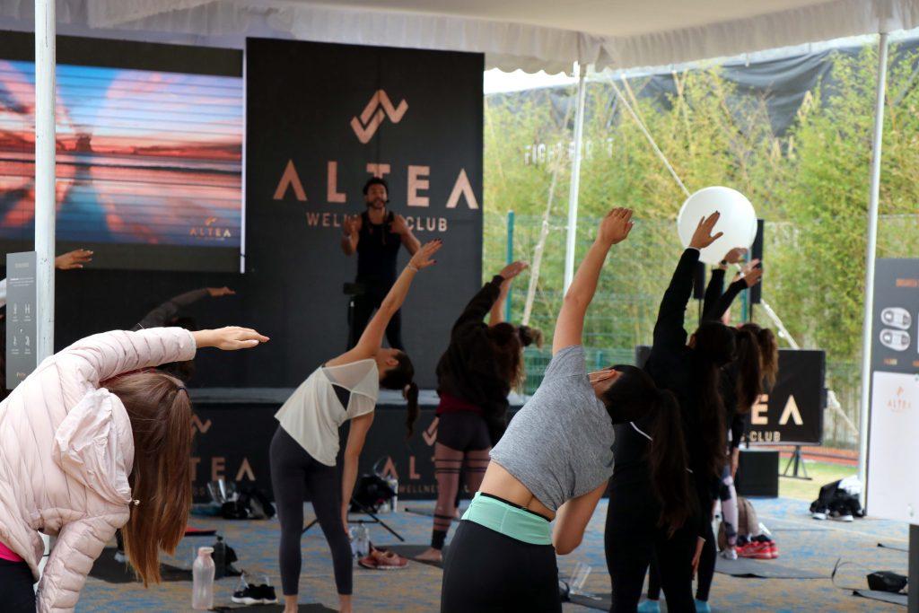 Disfrutando de la clase de yoga. Fotos: Damián Vera