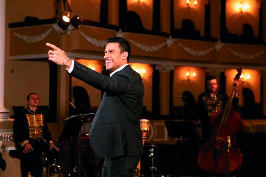 Carlos Rivera se presentó en el Teatro Xicohténcatl. FOTOS: ESPECIAL/ ROSTROS