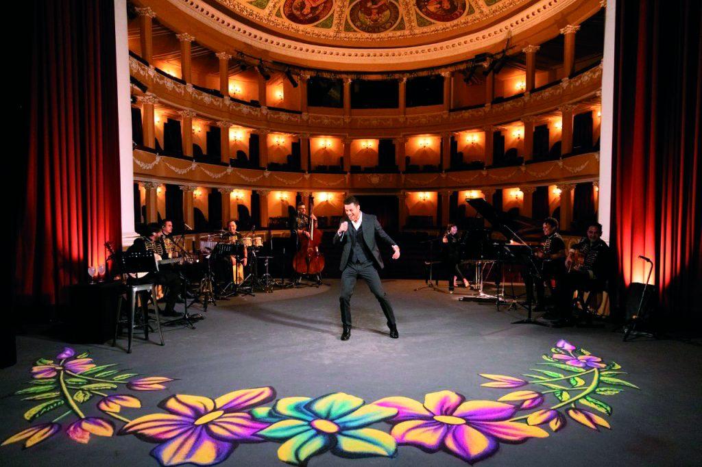 Más de 45 mil espectadores disfrutaron de la voz del cantante tlaxcalteca. FOTOS: ESPECIAL/ ROSTROS