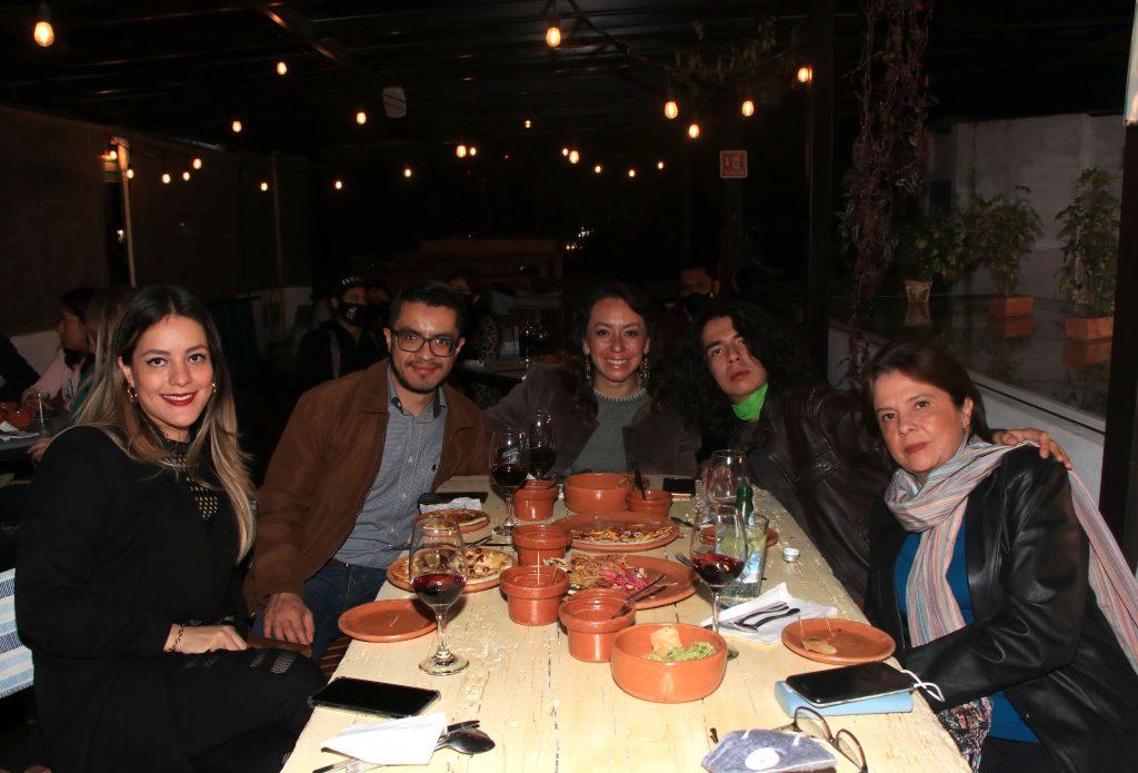 Isaura Castellanos, Abraham Rojas, Gabriela Rojas, Luis Martínez y Gabriela Rojas. Fotos: Antonio Aparicio