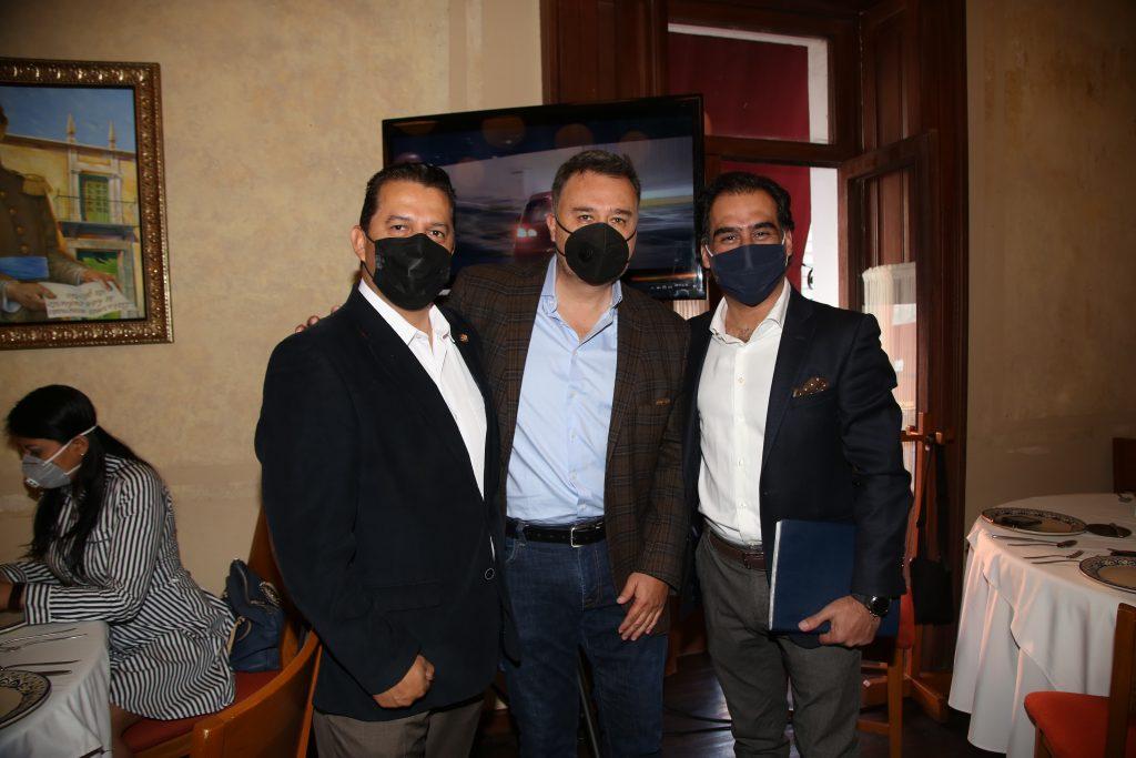 Gerardo González,  Jair Rivelino y Michel Chain. Fotos: Antonio Aparicio