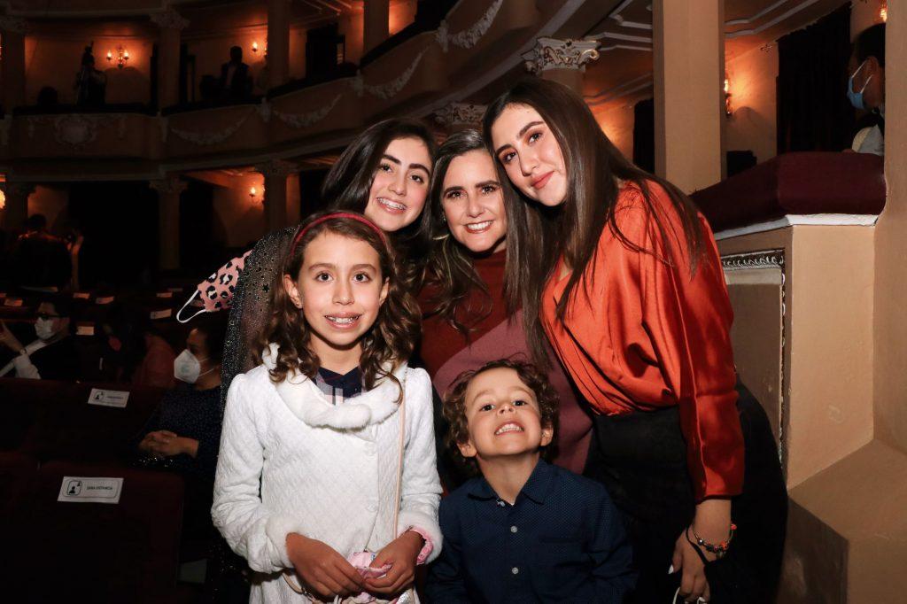 Familia Velázquez Corona. FOTOS: ABRAHAM CABALLERO