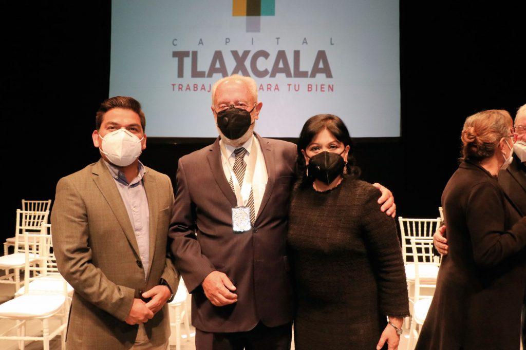 Entregó la Presea Ciudad de Tlaxcala. FOTOS: ABRAHAM CABALLERO