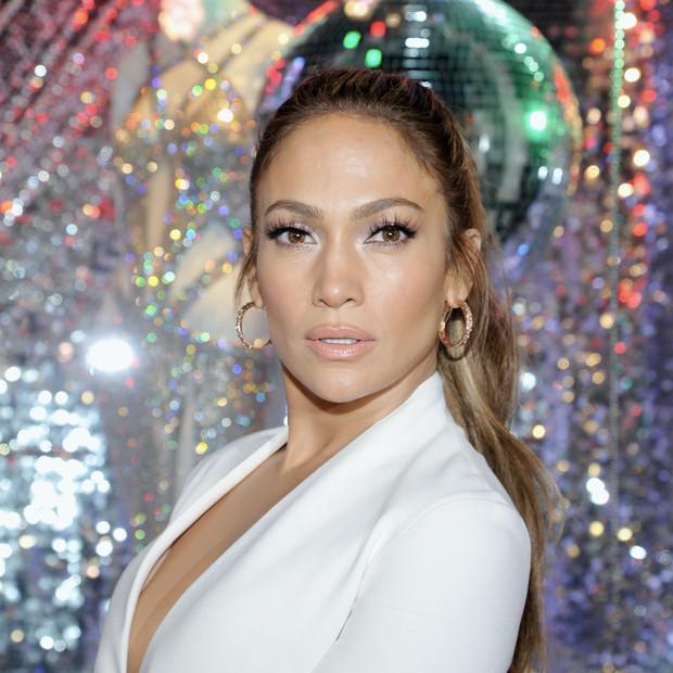 Jennifer Lopez hablando de por qué se disfrazó en Halloween de Madonna