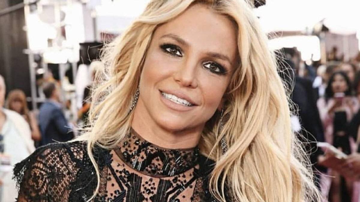 Britney Spears anuncia que se va a casar con un modelo