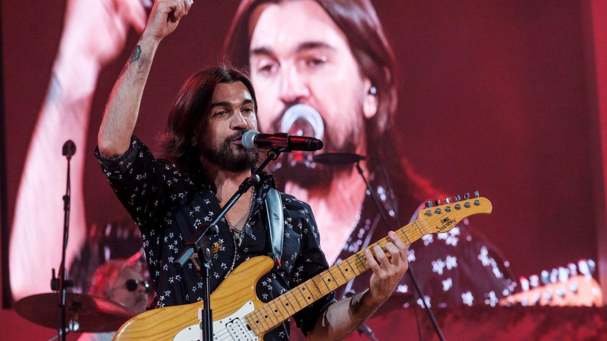 """Juanes estrena la adaptación en español de """"Dancing in the dark"""""""