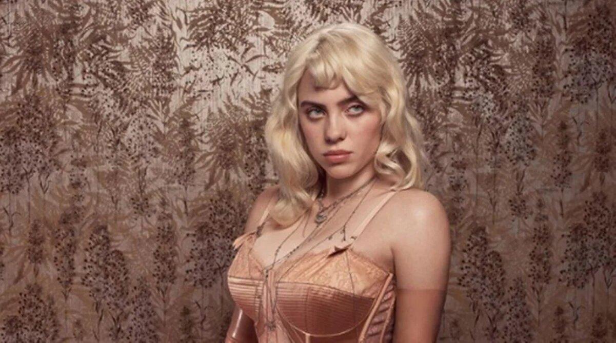 Billie Eilish muestra su confianza y posa en sexy corsé para Vogue