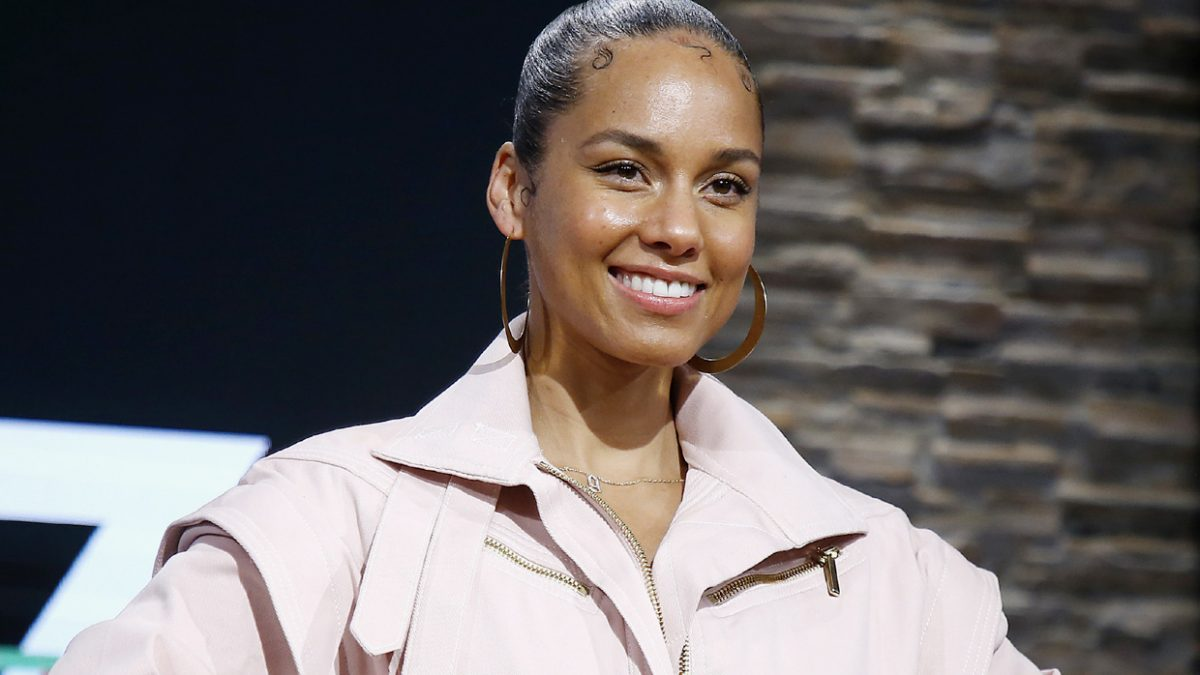 """Alicia Keys lanza una edición especial por los 20 años de """"Songs in A Minor"""""""